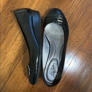 Black lifestride soft system wedge shoes